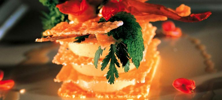 Millefoglie di Provolone Valpadana dolce con melanzane