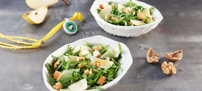 Ensalada de rúcula, peras y nueces con Provolone Valpadana picante