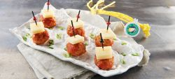 Meatballs with tomato and strong Provolone Valpadana