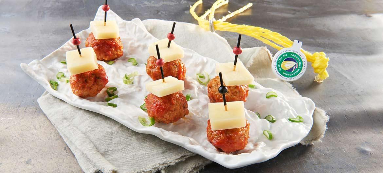 Albóndigas con tomate y Provolone Valpadana picante