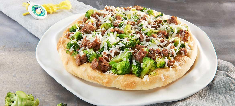 Focaccia con salchicha, brócoli y Provolone Valpadana D.O.P. picante