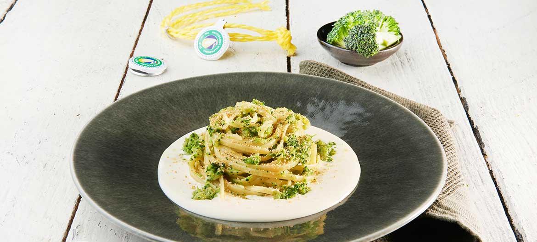 Linguine ai broccoli su fonduta di Provolone Valpadana D.O.P. dolce