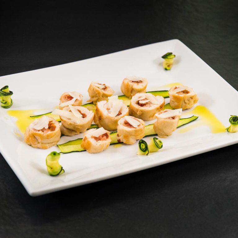 Involtini di pollo impanati ripieni con Provolone Valpadana DOP piccante e pomodori secchi