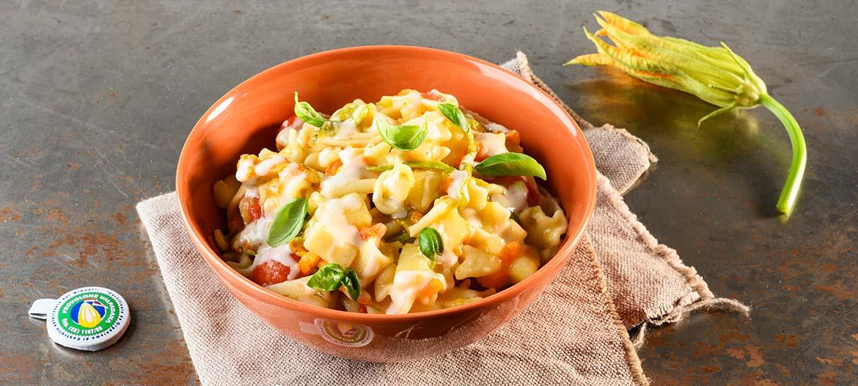 Pasta, patatas, flores de calabaza y Provolone Valpadana D.O.P. dulce