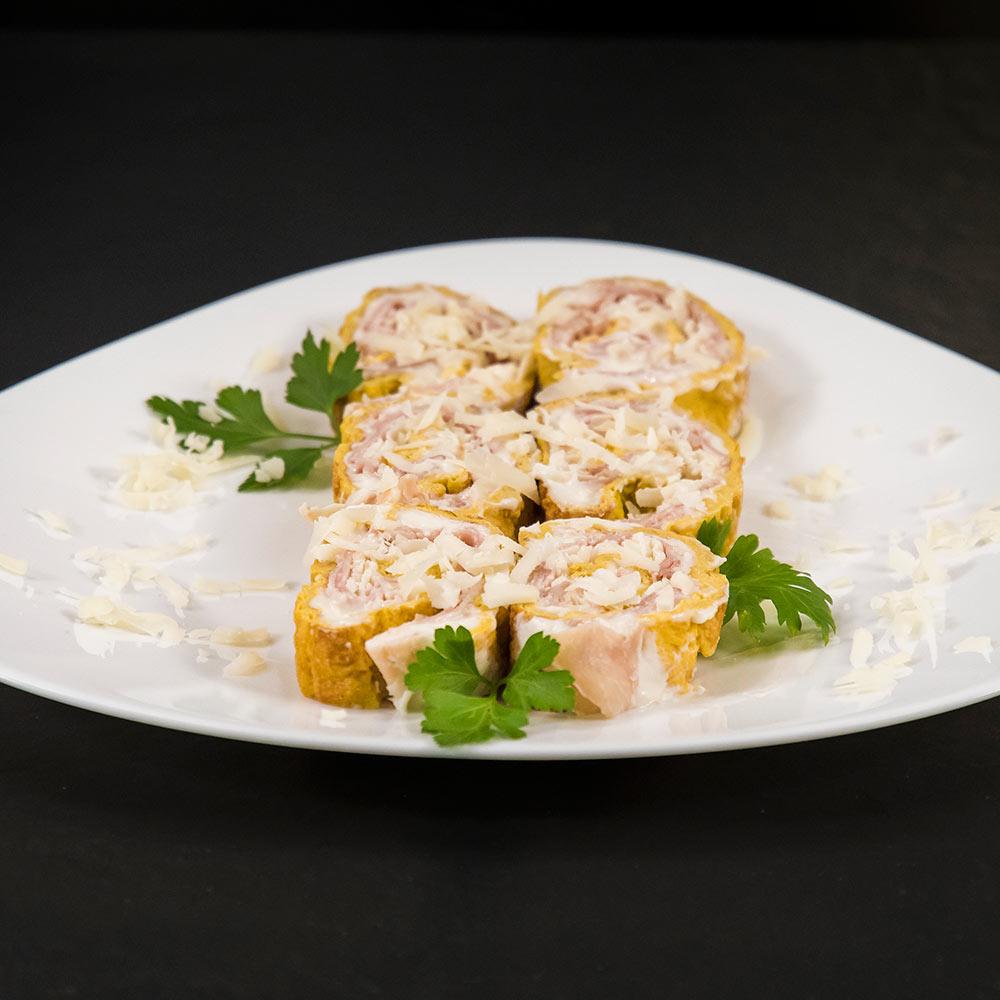 Rotolo di frittata con prosciutto cotto e Provolone Valpadana DOP piccante
