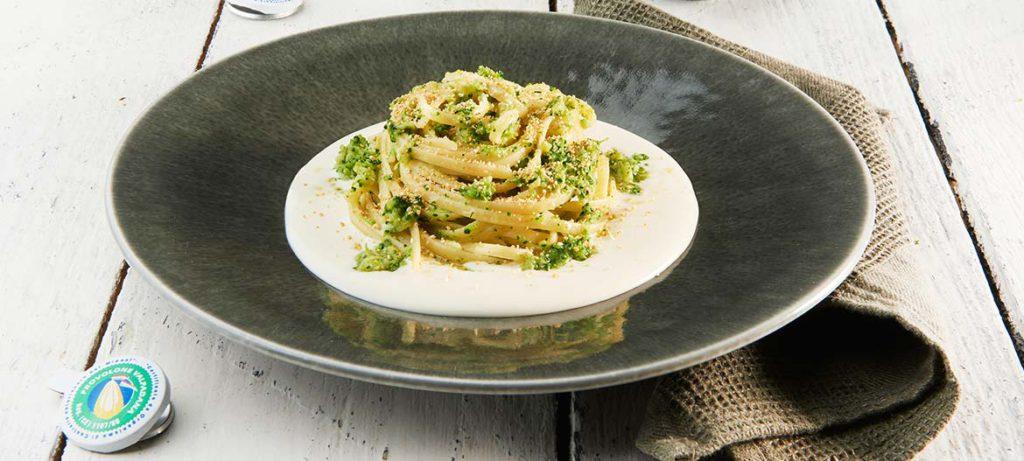 ricette con verdure e formaggio Linguine ai broccoli e Provolone Valpadana