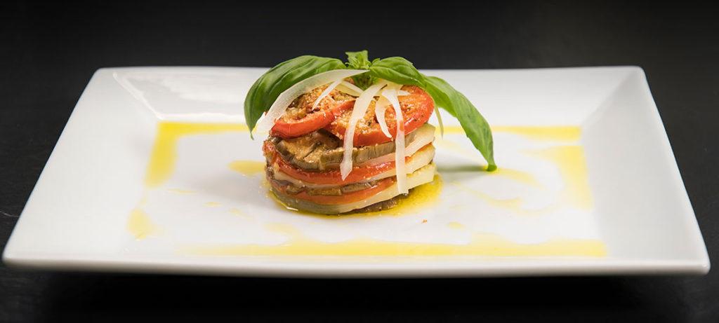 ricette con verdure e formaggio millefoglie melanzane, pomodoro, basilico e provolone valpadana