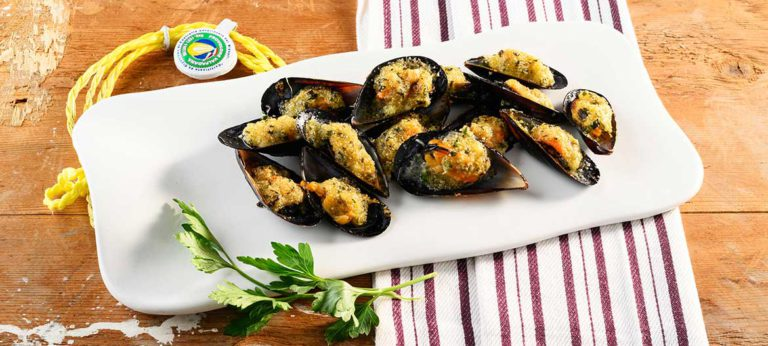 mussels au gratin with strong Provolone Valpadana