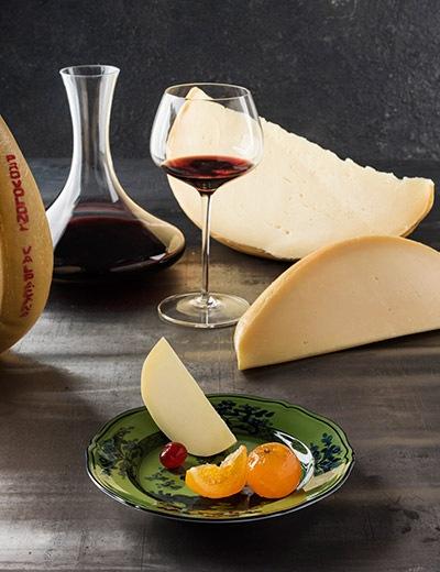 Combinaciones Provolone Valpadana D.O.P. con vino y mostaza