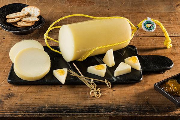 Como cortar el queso Salamino a lonchas con mermelada