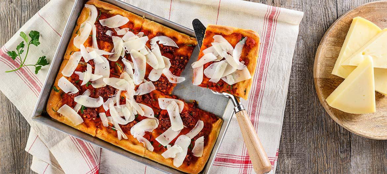 Pizza roja con Provolone Valpadana y 'Nduja
