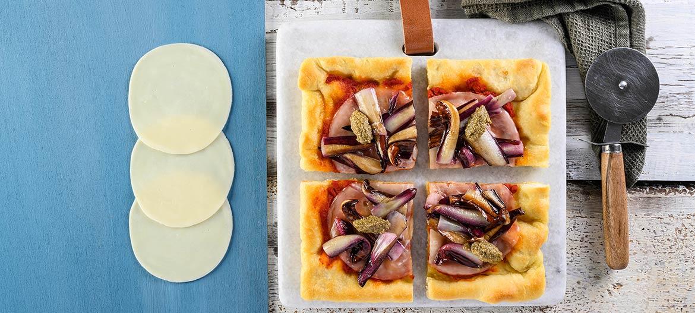 Pizza roja de kamut con Provolone Valpadana dulce