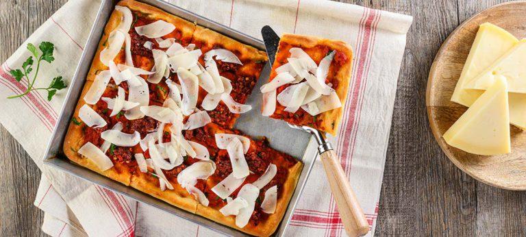 Pizza rossa con Provolone Valpadana e 'Nduja