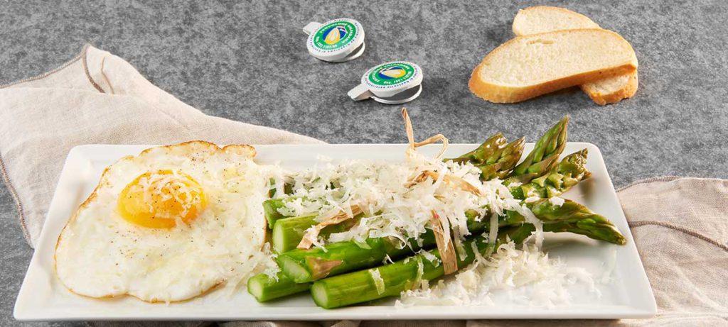 abbinamento formaggi Asparagi con uova e Provolone Valpadana