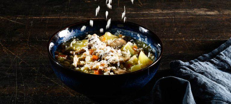 Sopa de cebada con Provolone Valpadana picante curado y setas