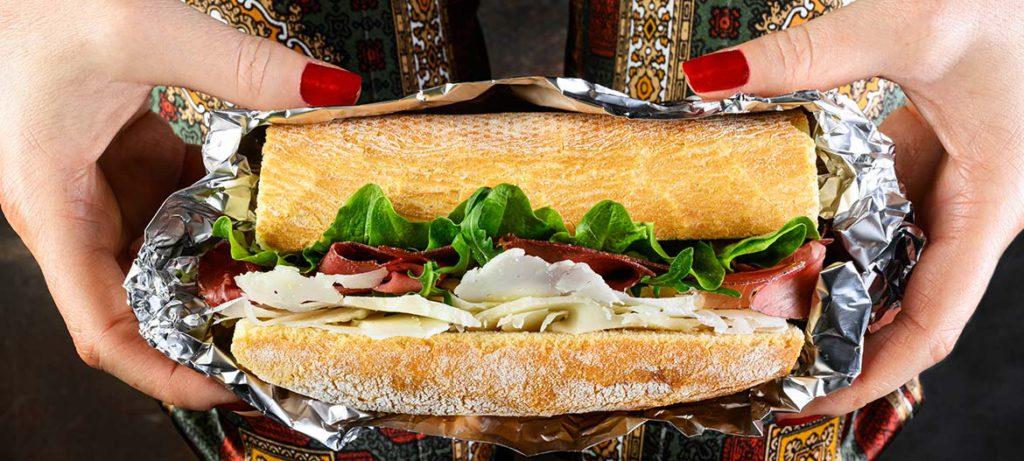 schiscetta ricette pausa pranzo ufficio Panino bresaola e Provolone Valpadana